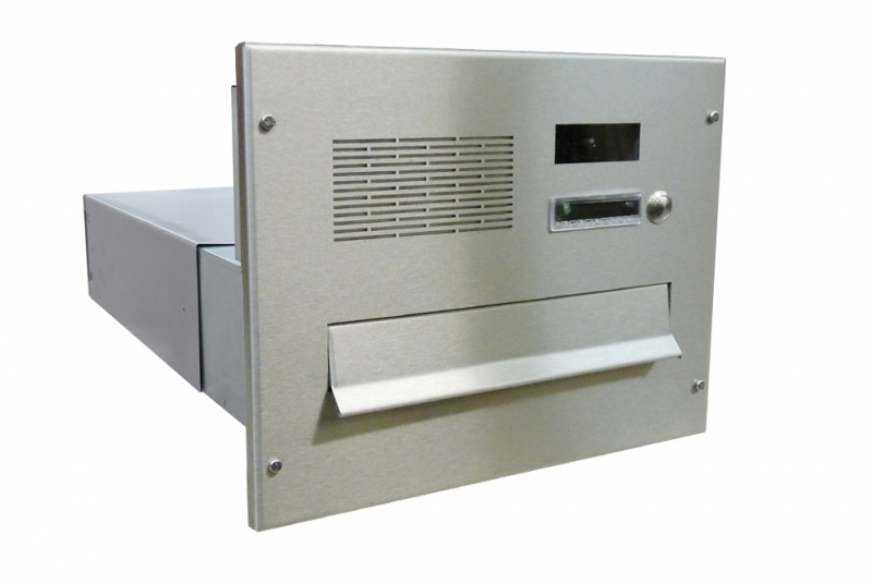 POŠTOVNÍ SCHRÁNKY DO SLOUPKU OPLOCENÍ - 1x poštovní schránka B-042 k zazdění do sloupku + čelní deska s 1x zvonkem a kamerou URMET - analogový systém 4+n - NEREZ